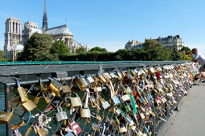 Paris unlocks romance say it isn t so claire dee lim for Love lock bridge in paris