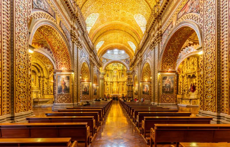 Iglesia_de_La_Compañía_Quito_Ecuador_altar view